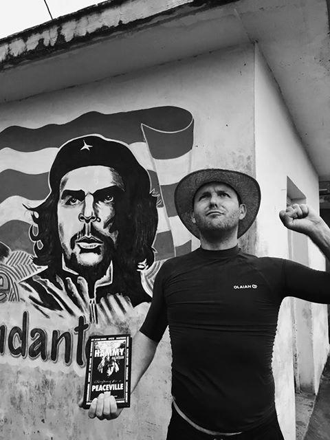Jeroen Pede with book Cuba